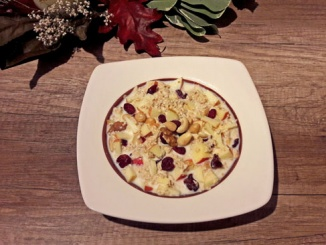 Apfel-Cranberry-Nuss-Porridge