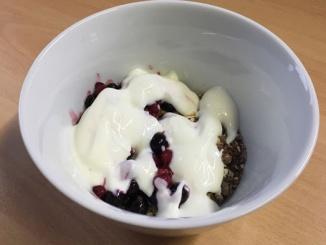 Ffrühstück Kölln Müsli mit Beeren und Nüssen
