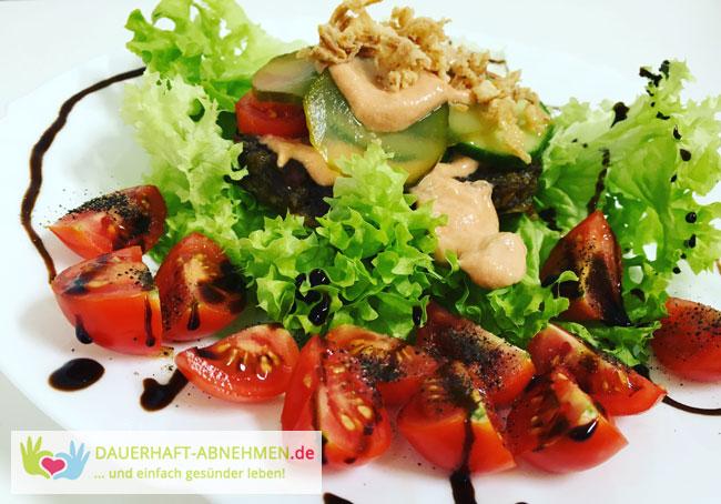 Low Carb: Burger auf Salat