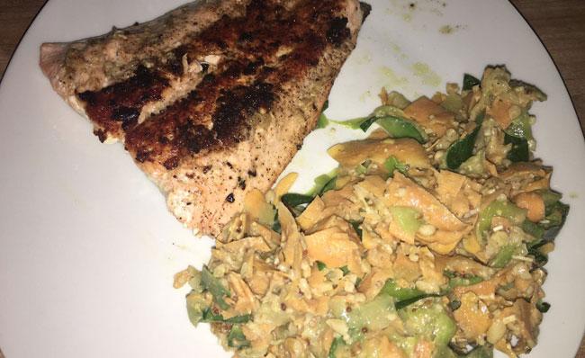 Tag 31: Abendbrot - Gemüsespaghetti mit Lachs