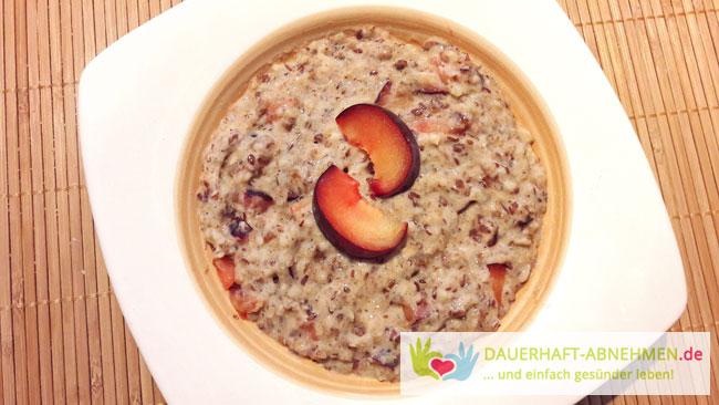 Amaranth-Porridge mit Pflaumen