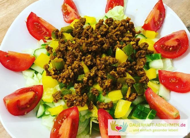 Gemischter Salat mit Rinderhackfleisch