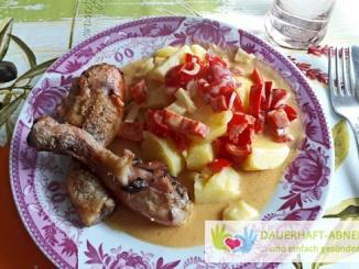 Hähnchenkeulen mit Kartoffeln und Paprikasauce