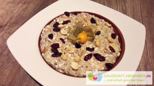 Bratapfel-Cranberry-Porridge mit Nüssen