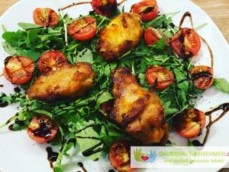 Chicken Wings mit Rucola und Tomaten