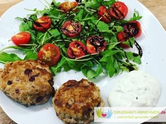 Thunfisch-Bouletten mit Rucola und Tomaten