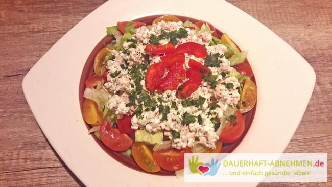 Salat mit Thunfisch-Frischkäse-Gemisch