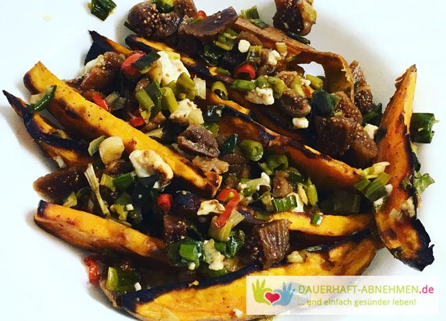 Gebackene Süßkartoffeln mit Feigen, Ziegenkäse und Chili