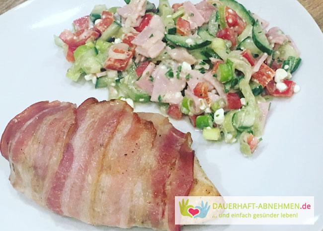 Gefülltes Hühnchen mit Fitness-Salat