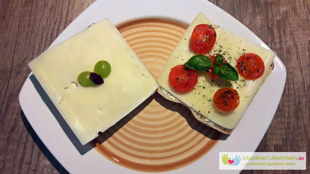Mohnbrötchen mit Käse