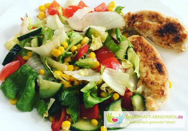 Gemischter Salat mit Hühnchenbrust