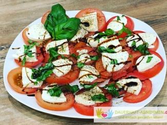 Tomate Mozarella und Basilikum