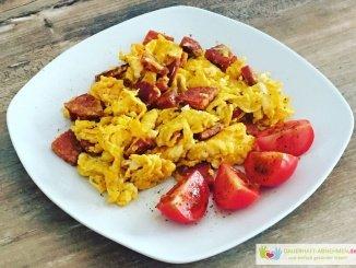Chorizo-Rührei mit Tomate