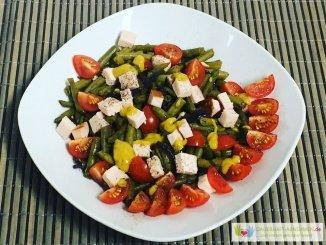 Bohnen-Tomaten-Salat mit Hähnchenkassler
