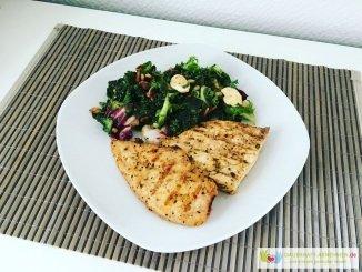Salat mit gegrilltem Hühnchenfilet