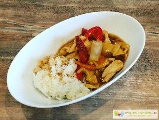 Chinesisch essen mit Reis und Sauce