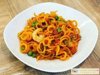 Möhren-Spghettis mit Garnelen und Erbsen