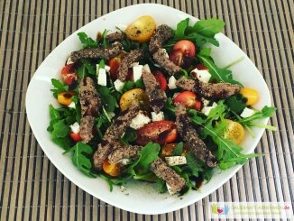 Rucoal-Tomate-Mozzarella-Salat mit Rinderfiletstreifen