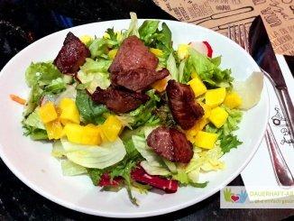 Salat mit Mango und Rindfleisch