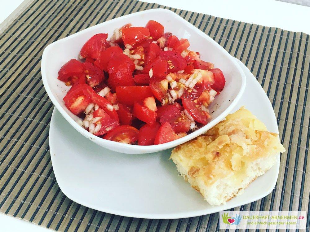 Tomatensalat und Bienenstich