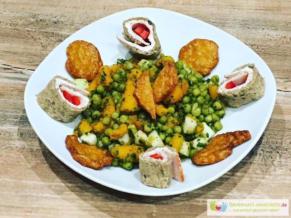 Mischgemüse mit Chicken-Talern und Sandwich-Rolle