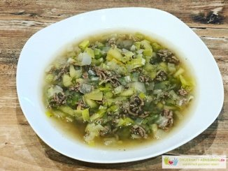 Rinderhack-Lauch-Apfel-Suppe