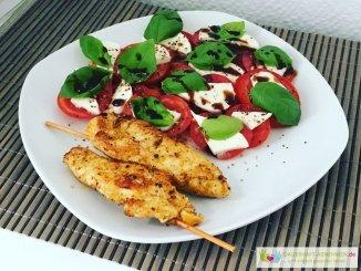 Tomate Mozzarella und Hähnchenspieß