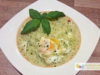 Brühnudeln mit Ei