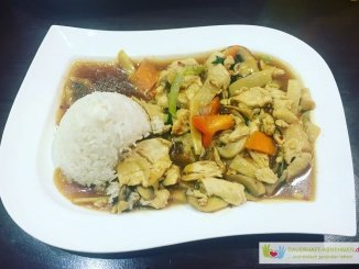 Chinagemüse mit Hühnchen und pikant scharfer Sauce