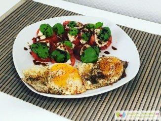 Spiegelei mit Tomate Mozzarella