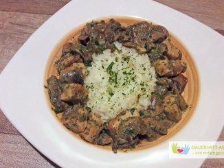 Reis mit Hähnchenfleisch und Pilzen