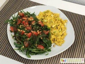 Salat mit Rührei