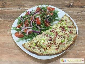 Flammkuchen mit Thunfisch-Boden und Salat