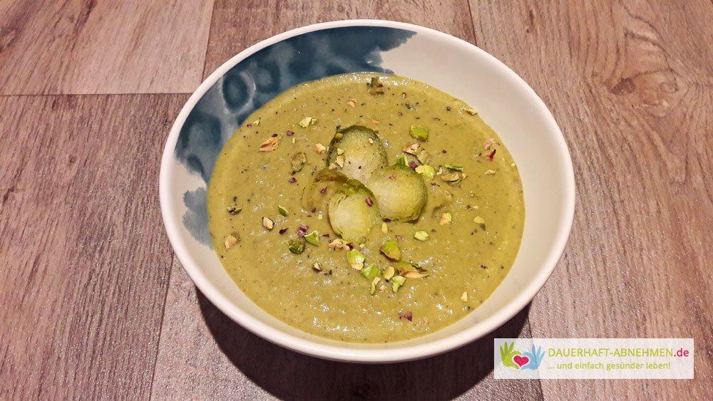 Rosenkohlsuppe mit Curry und Kokosmilch