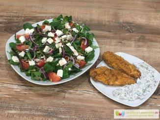 Salat mit Hühnchen und Kräuterquark
