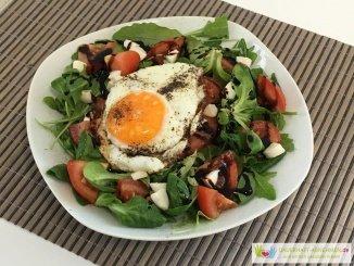Salat und Spiegelei