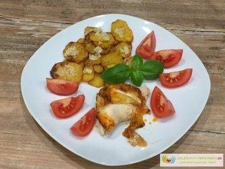 Kartoffeltaler mit Brathühnchen und Tomate