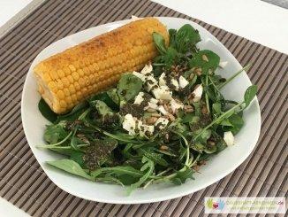 Salat mit Maiskolben