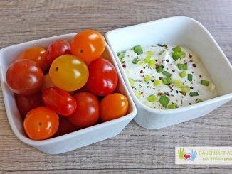Tomaten und Kräuterquark