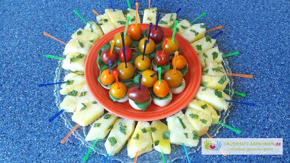 Ananas und Champignon-Tomaten-Spieße