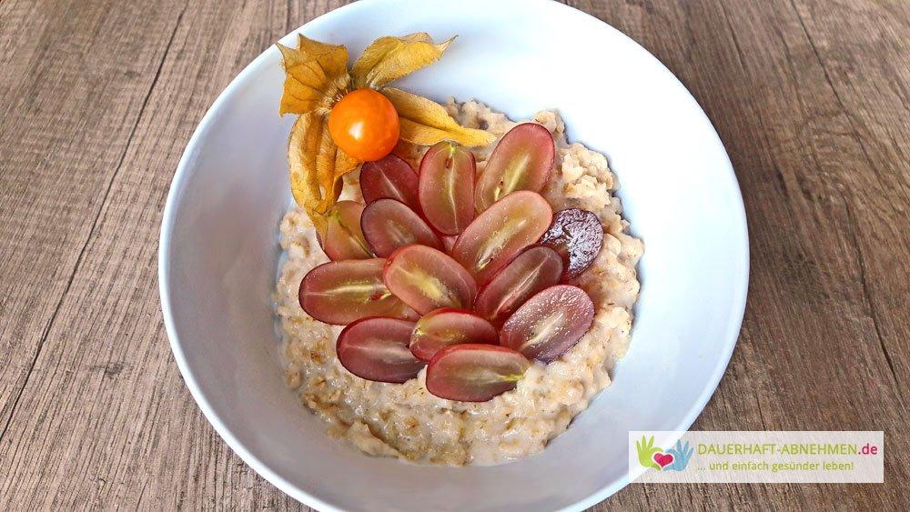 Porridge mit Weintrauben