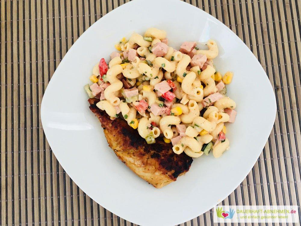 Nudelsalat mit Putenspieß