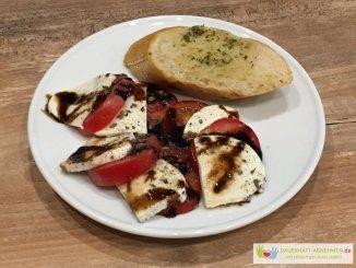 Tomate Mozzarella mit Kräuterbaguette